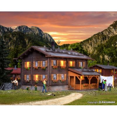 CASA ALPINA CON LUZ LED ESCALA HO (12x12.5x9cms) KIBRI 38004