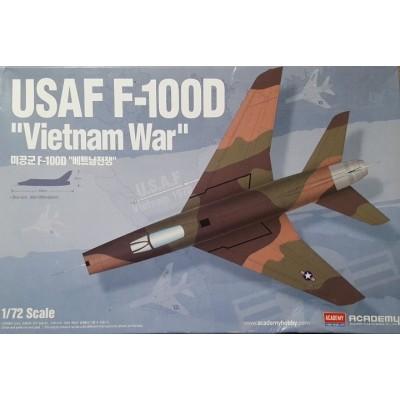 NORTH AMERICAN F-100D SUPERSABRE USAF VIETNAM WAR - ESCALA 1/72 - ACADEMY 12553